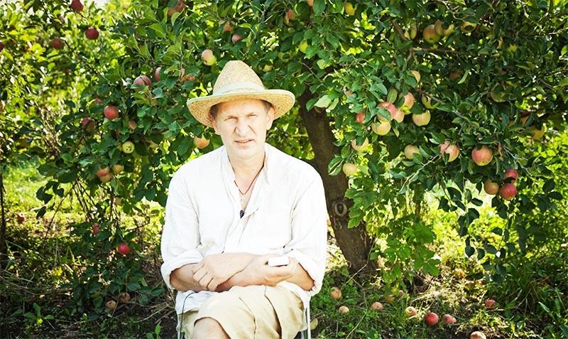 Фёдор Добронравов высадил на участке роскошный сад