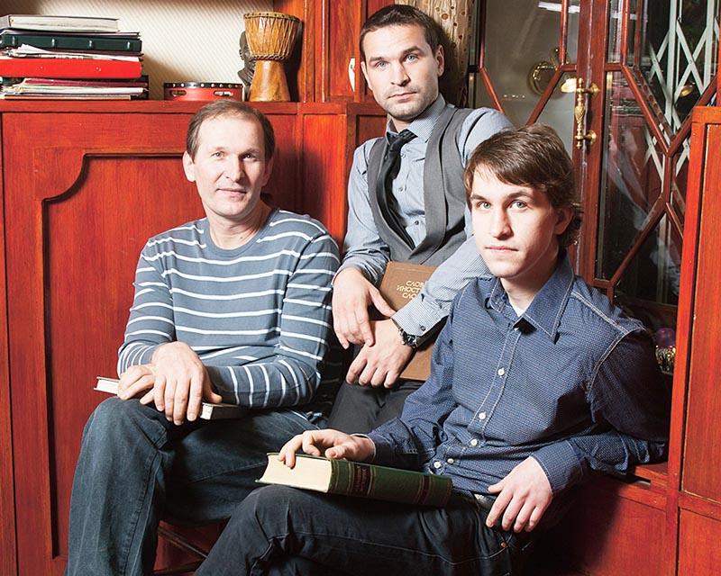 Сыновья часто навещают звёздного отца