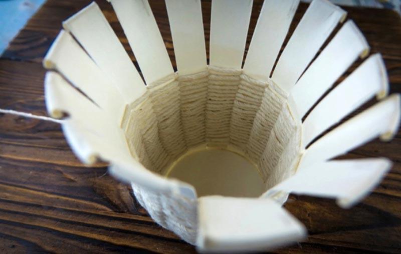 После завершения плетения бумажной основы будет совсем не видно!