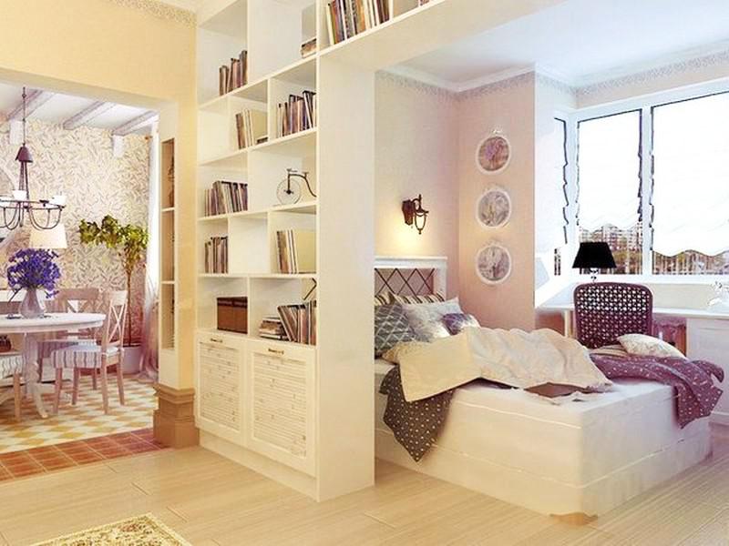 Спальная зона за лёгким шкафом