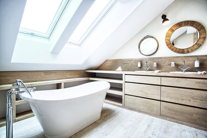 Ванная на чердаке – вариант интересный, но редко применяемый