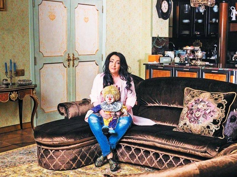 «Не могу жить хуже других звёзд», – сказала Лолита Милявская и построила имение в Болгарии