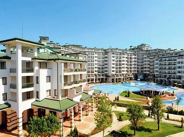 К услугам вип-жильцов в жилом комплексе открыто несколько бассейнов
