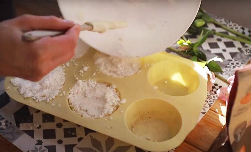 Самый удачный вариант – силиконовые формочки для кексов