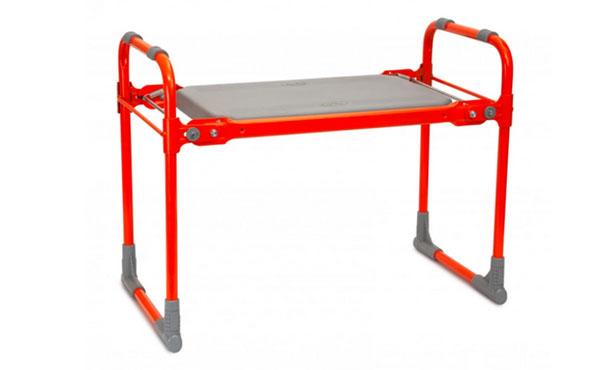 Садовая скамейка легко складывается для компактного хранения