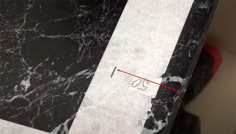 Разметка делается по бумажному скотчу, при необходимости полосу можно расширить для удобства