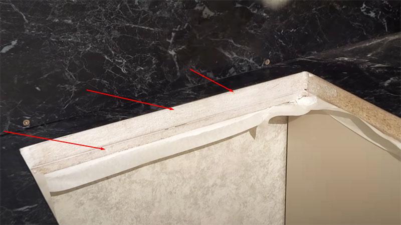 На незащищённые части ДСП наносится 2 слоя клея ПВА