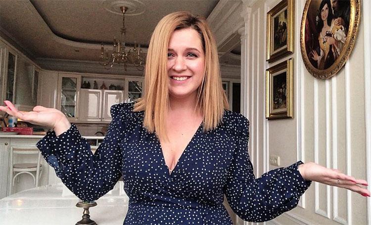 Звезда сериала «Деффчонки» Анастасия Денисова рассказала, почему она с семьёй живёт в таких условиях