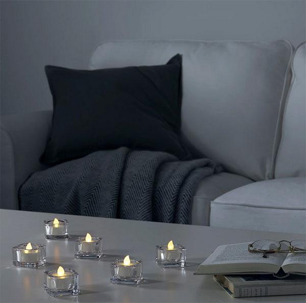Свечи работают на обычных литиевых батарейках и дают тёплый уютный свет