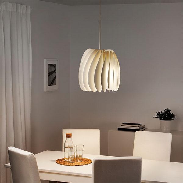 И снова от выбора типа лампы будет зависеть результат. Яркие лампы подчеркнут особенную форму абажура, матовые, с мягким светом оттенят обстановку в романтических тонах