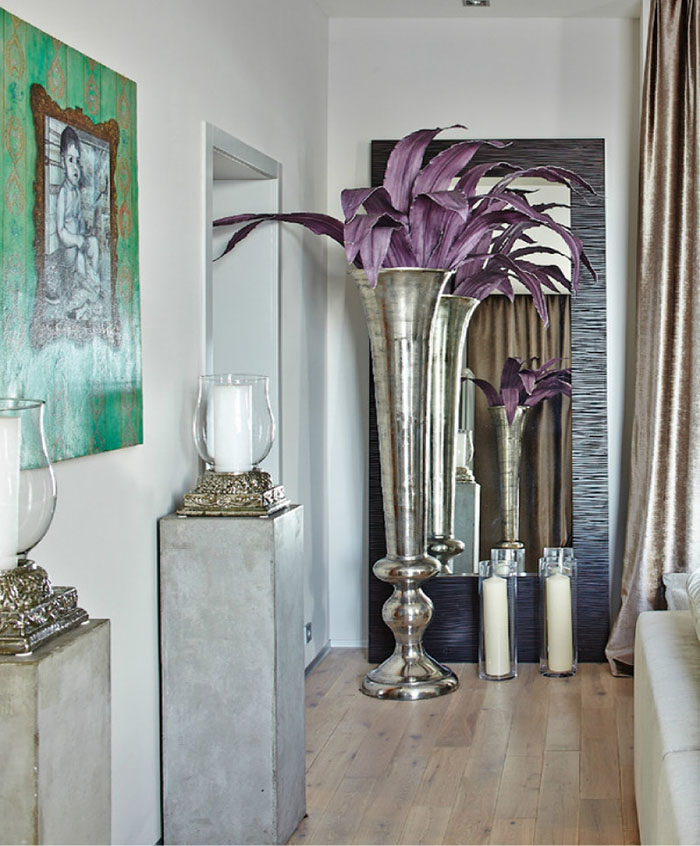 Яркий акцент гостиной – монолитные бетонные подставки под свечи