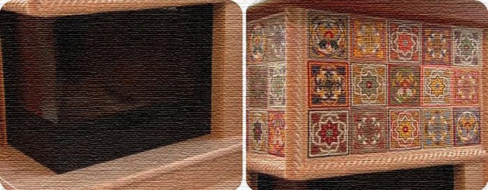 Верхняя часть портала украшена изразцами с ярким цветочным принтом