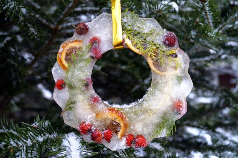 В качестве наполнителя могут быть ветки, кусочки фруктов, мишура и другие яркие предметы