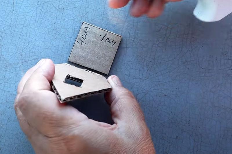 Донышко для домика также вырезается из картона