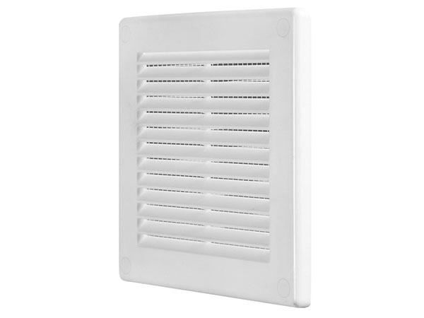 Вентиляционные решётки могут быть традиционно белыми или цветными