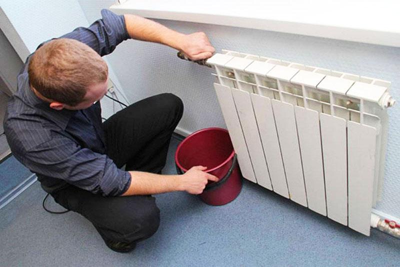 Но если с многоквартирным домом более или менее всё понятно, то что может стать причиной разрыва радиатора в частном доме? Тут виноватых искать негде