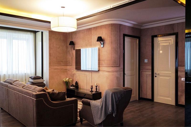 Интерьер гостиной выполнен в приятной тёплой гамме