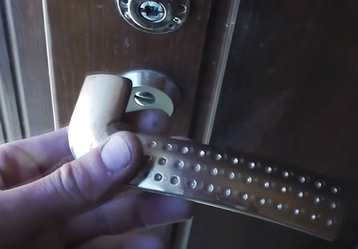 Причины выхода из строя дверных ручек