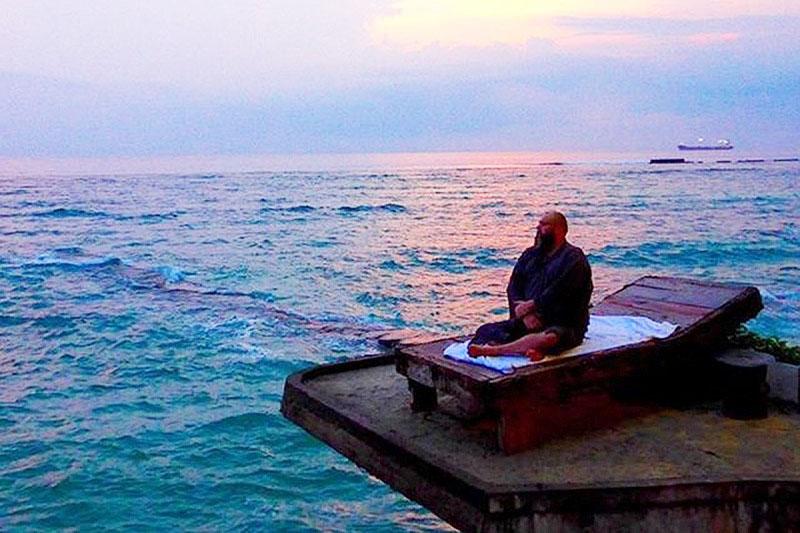 Если и есть рай на земле, то он находится на экстравагантной вилле Макса Фадеева на берегу океана