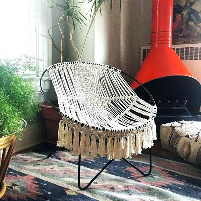Это могут быть лёгкие шторы, накидки на кресло, незамысловатое панно