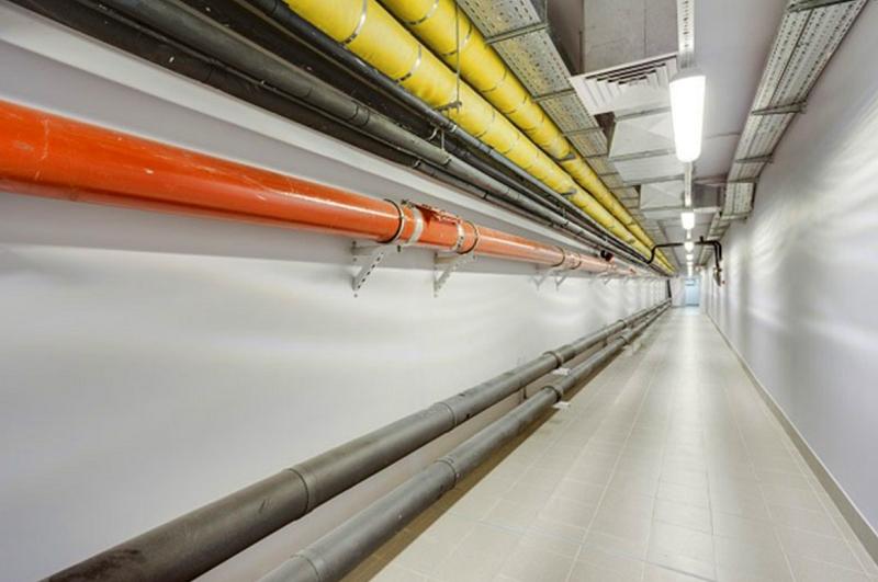 Все строения соединяются между собой подземными лабиринтами с коммуникациями
