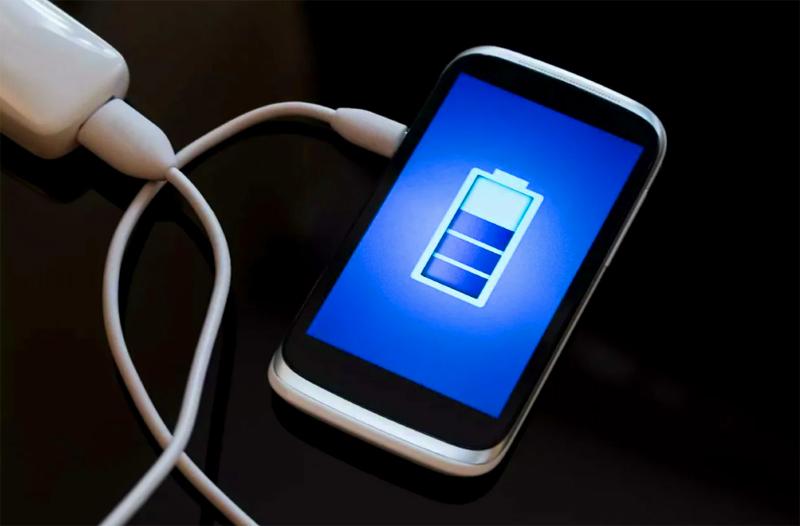 А ещё – смартфоны. Если зарядка закончена, а прибор все ещё подключён к сети, это снижает срок жизни аккумулятора
