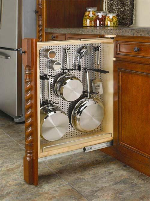 Хранится посуда не для каждодневного использования