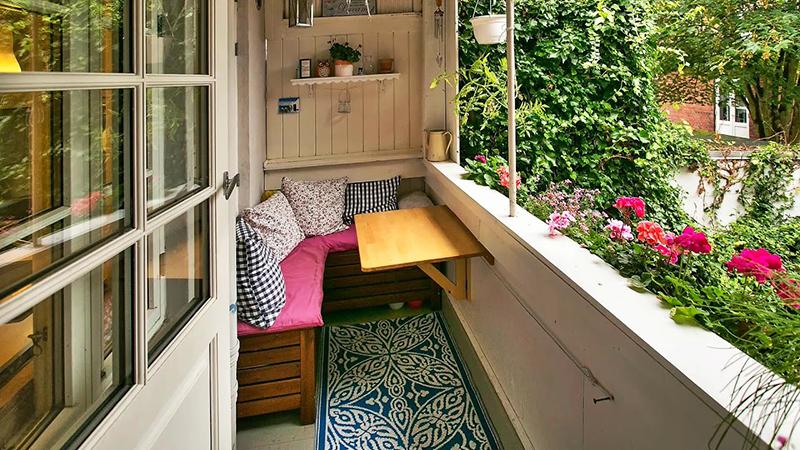 Скромное оформление балкона